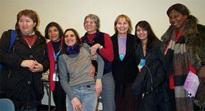 aktivistkinje zajedno nakon panela o kamenovanju i ubijanju žena